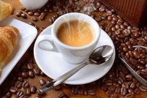 Twitter - El consumo de cafeína no debería superar 400 mg/día, 5 tazas de café expreso