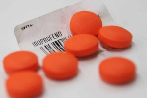 El uso excesivo de ibuprofeno pone en riesgo la salud. ¡No te automediques!